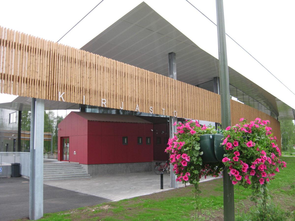 Limingan kirjasto kuvattuna sisäänkäynniltä päin.