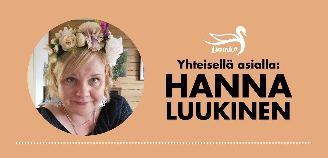 Nainen hymyilee Limingan kunnan logolla varustetussa käyntikortissa, jossa lukee: Yhteisellä asialla: Hanna Luukinen.